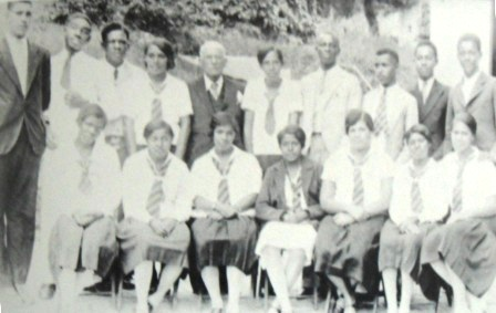1932 Berkeley senior class. ET Richards is 4th from the right