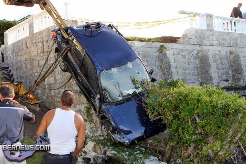 Car-Crashed-Into-Yard-Bermuda-Nov-16-2011-2