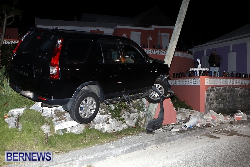 Car-Hits-Light-Pole-Accident-Bermuda-January-18-2013-4
