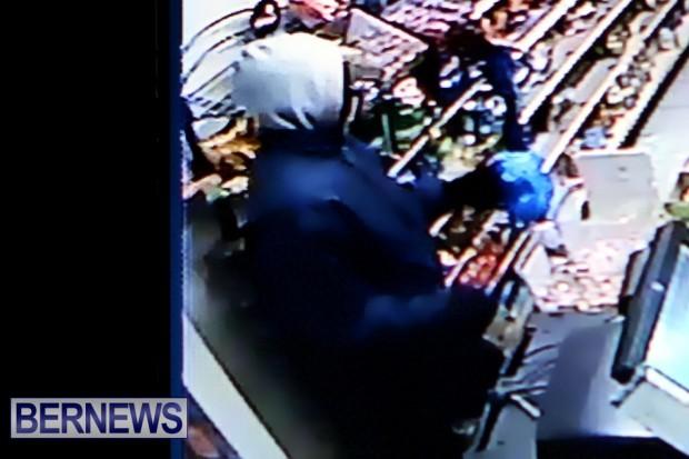 st davids armed robbery 2013 cctv (1)