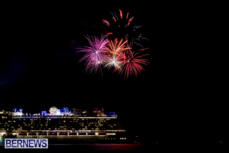 Norwegian-Breakaway-Fireworks-In-Dockyard-Bermuda-July-4-2013-11