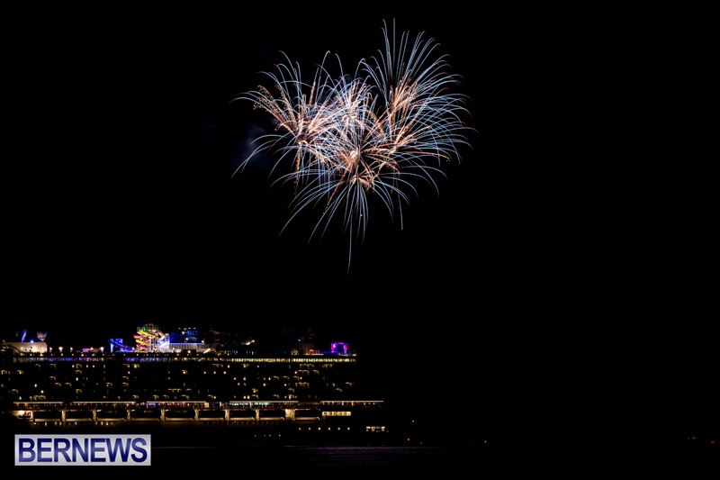 Norwegian-Breakaway-Fireworks-In-Dockyard-Bermuda-July-4-2013-12