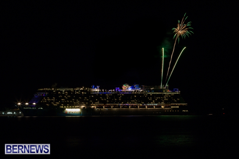 Norwegian-Breakaway-Fireworks-In-Dockyard-Bermuda-July-4-2013-16