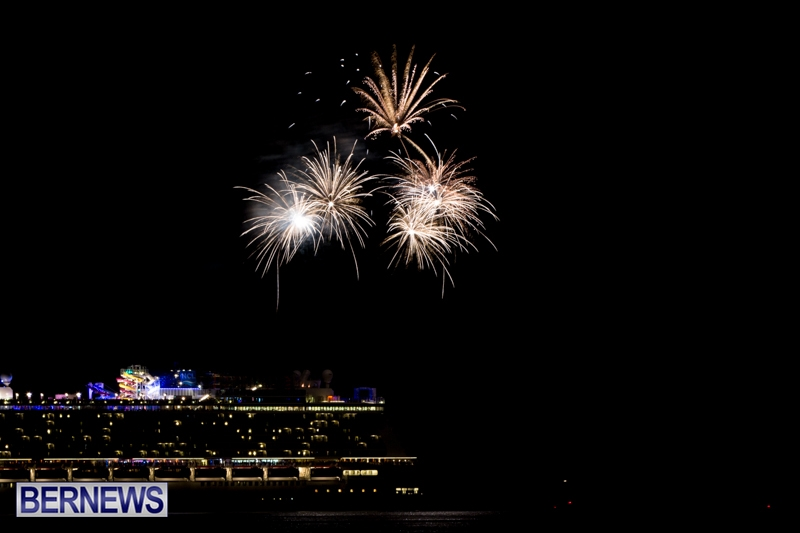 Norwegian-Breakaway-Fireworks-In-Dockyard-Bermuda-July-4-2013-2