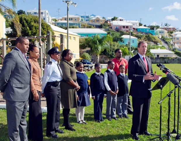 Minister Dunkley at Victor Scott Jan 2014 (2)