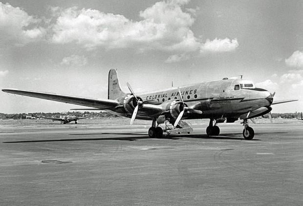 Douglas_C-54 Colonial_airlines