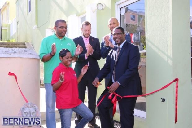 Bermuda Wild Wing Wednesday opening (6)