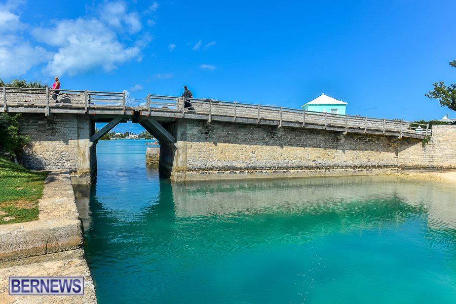 2drawbridge Bermuda Generic