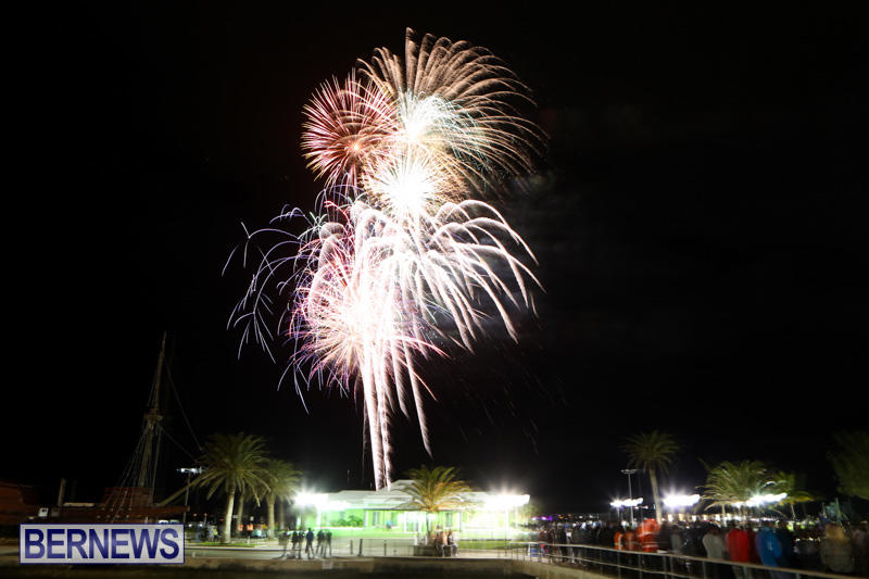 New-Years-Eve-Fireworks-Bermuda-December-31-2014-10