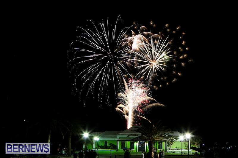 New-Years-Eve-Fireworks-Bermuda-December-31-2014-13