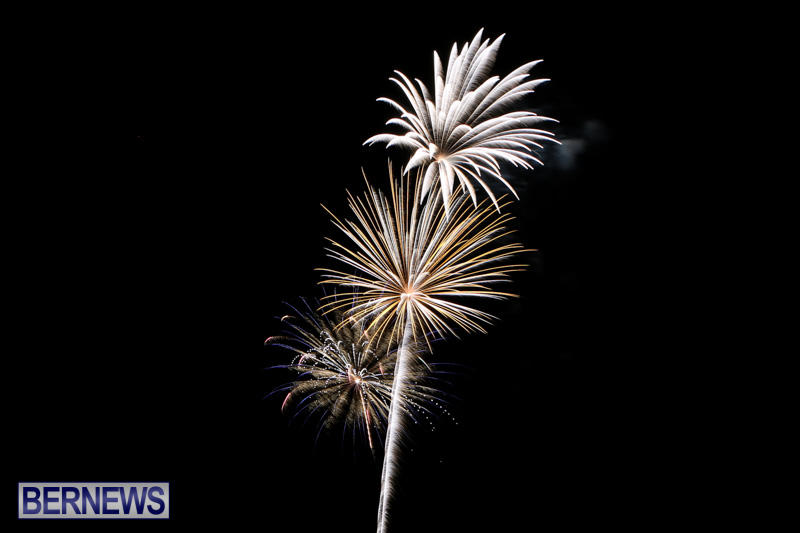 New-Years-Eve-Fireworks-Bermuda-December-31-2014-21