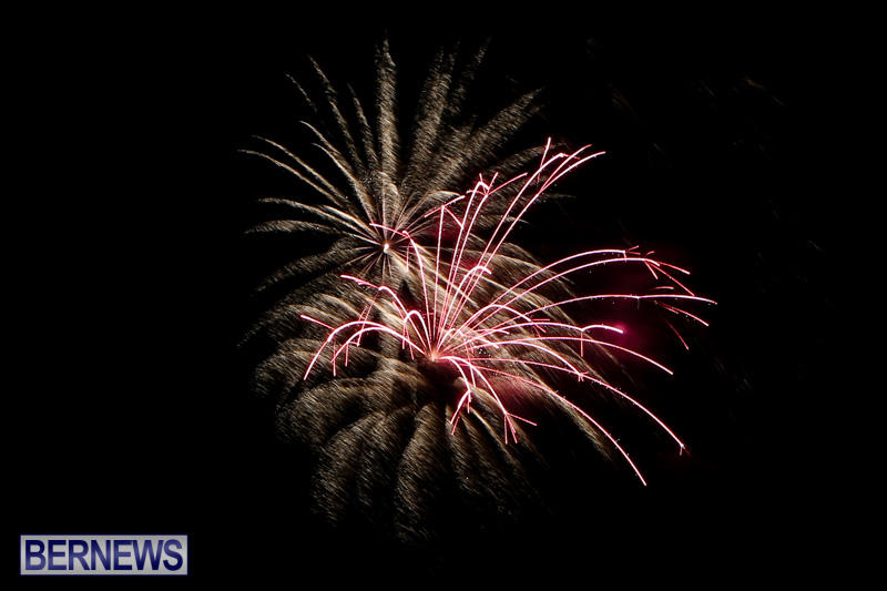 New-Years-Eve-Fireworks-Bermuda-December-31-2014-27