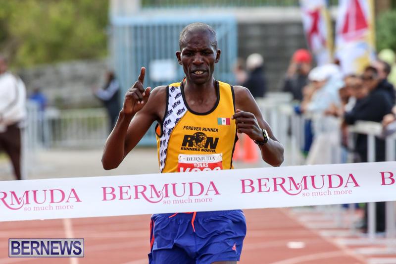 Race-Weekend-10K-Finish-Line-Bermuda-January-17-2015-1