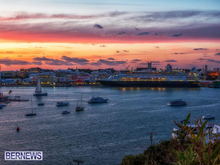 865 cruise ships in Hamilton