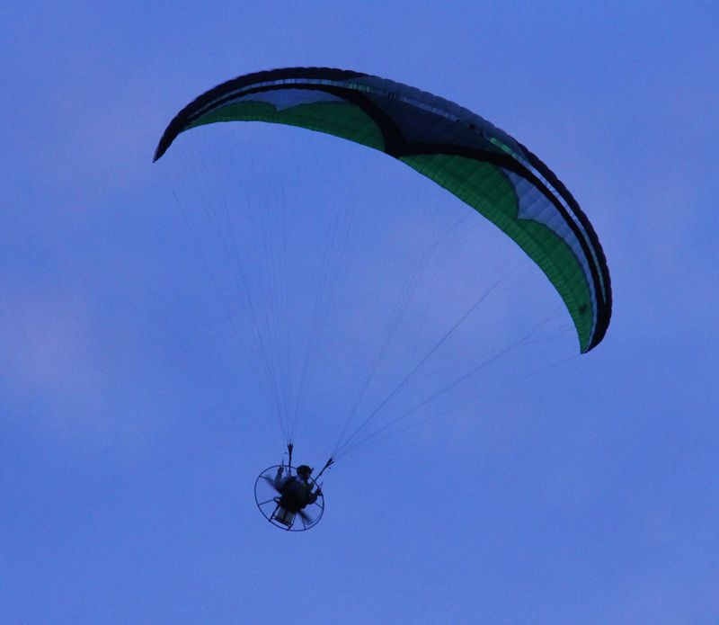 Motorised parachute (1)