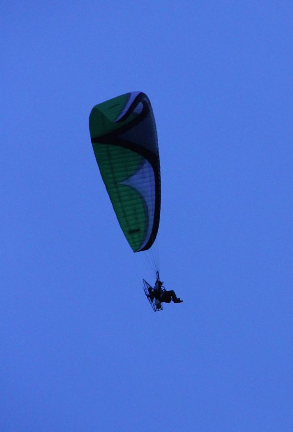 Motorised parachute (2)