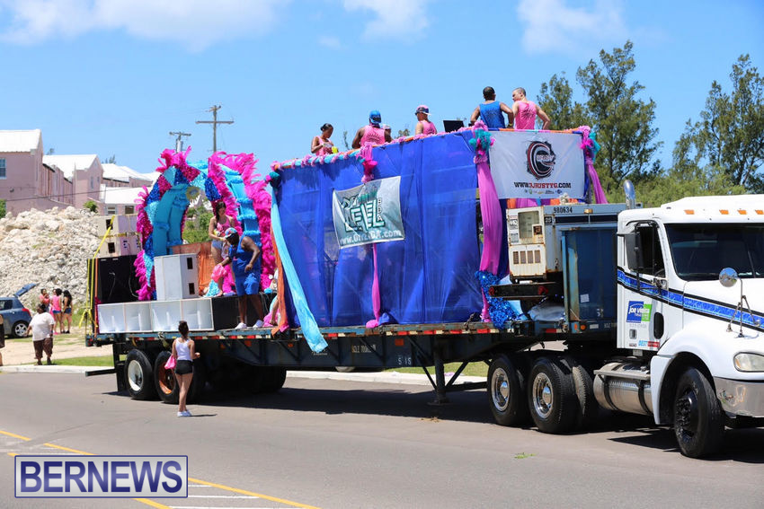 BHW-Parade-of-Bands-June-2015-bermuda-2