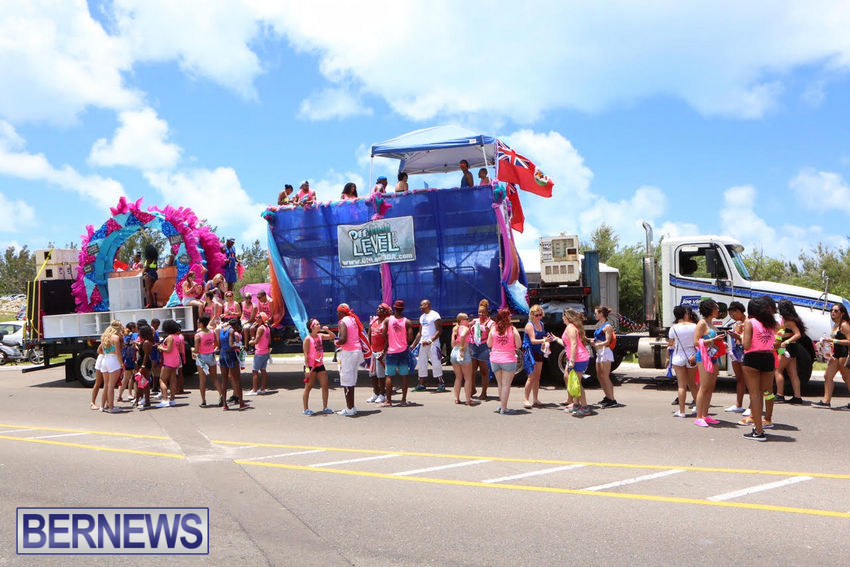 BHW-Parade-of-Bands-June-2015-bermuda-23