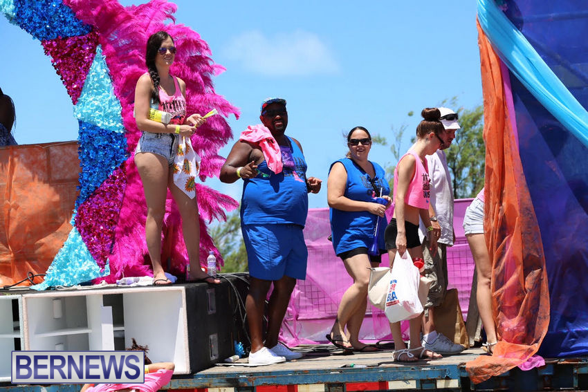 BHW-Parade-of-Bands-June-2015-bermuda-3