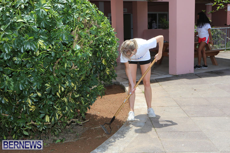 KPMG-Clean-Up-At-Dellwood-School-June-5-2015-14