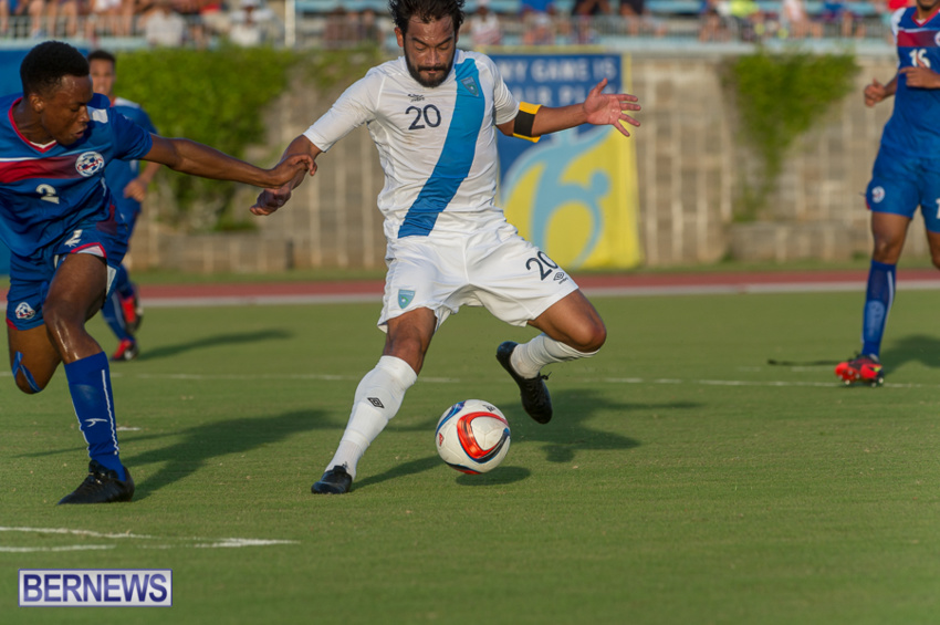 jm-bermuda-guatamala-football-10