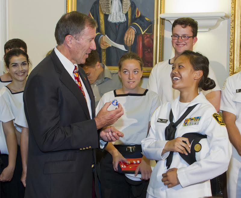 Premier Dunkley welcomed Bermuda's Sea Cadets (1)