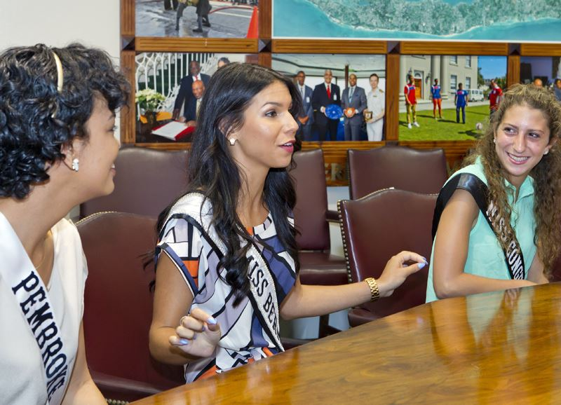 Premier welcomes Miss Bermuda and contestants (4)