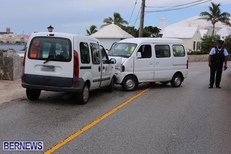 Collision Accident Harbour Road Bermuda September 11 2015 (3)