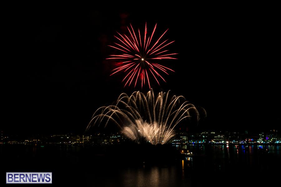 2015-Americas-Cup-fireworks-bermuda-12