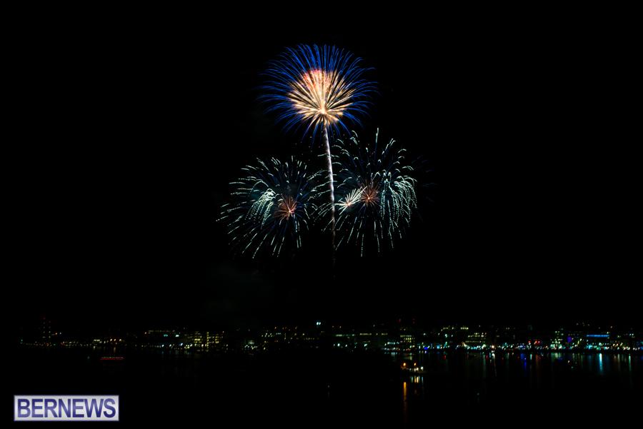 2015-Americas-Cup-fireworks-bermuda-2
