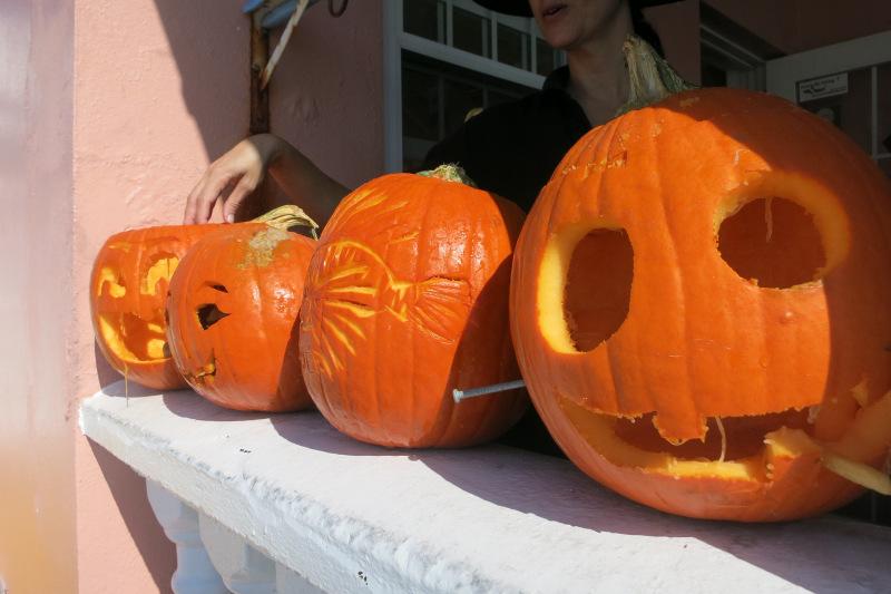 2015 Bermuda Underwater Pumpkin carving Halloween (5)