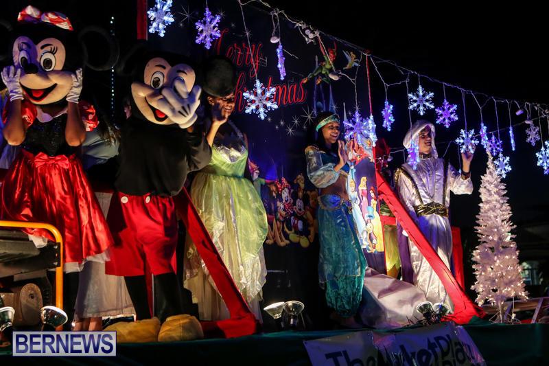 MarketPlace-Santa-Parade-Bermuda-November-29-2015-132