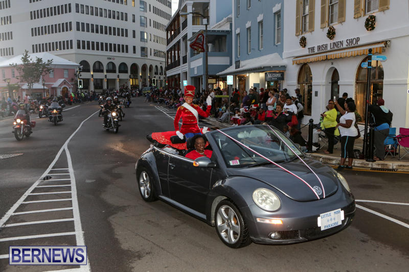 MarketPlace-Santa-Parade-Bermuda-November-29-2015-28