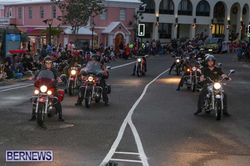 MarketPlace-Santa-Parade-Bermuda-November-29-2015-29