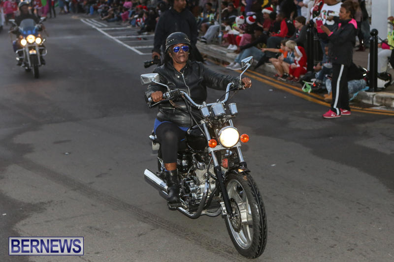 MarketPlace-Santa-Parade-Bermuda-November-29-2015-35