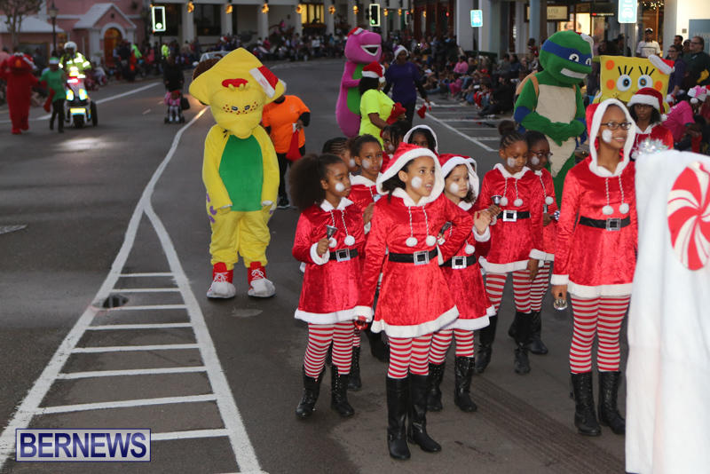 MarketPlace-Santa-Parade-Bermuda-November-29-2015-37