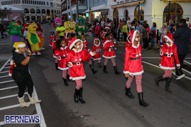 MarketPlace-Santa-Parade-Bermuda-November-29-2015-38