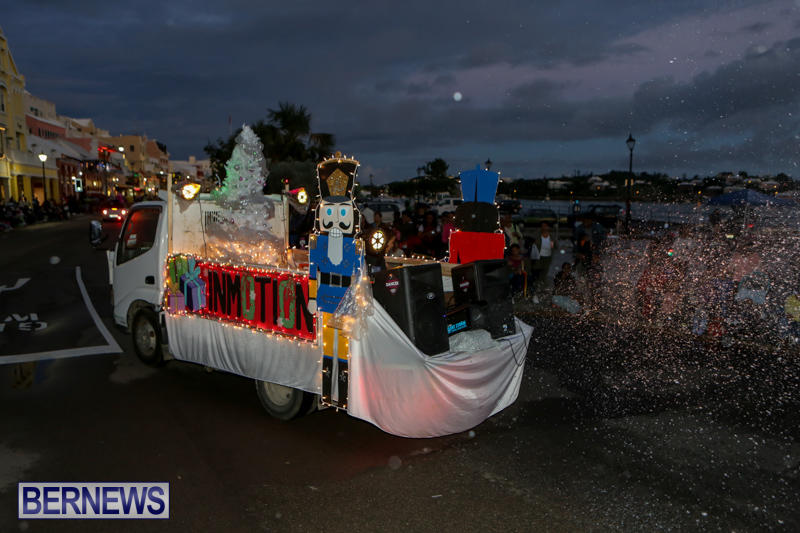 MarketPlace-Santa-Parade-Bermuda-November-29-2015-50