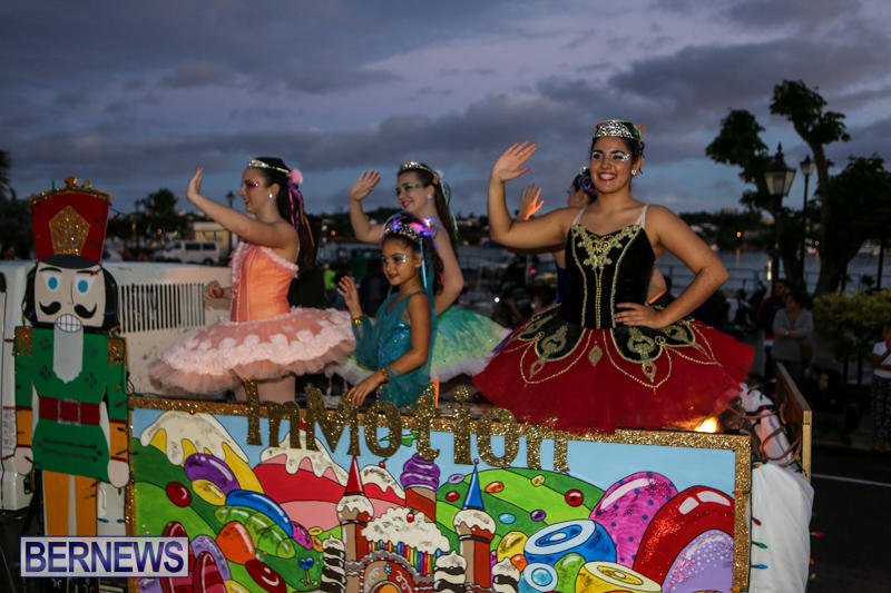MarketPlace-Santa-Parade-Bermuda-November-29-2015-56