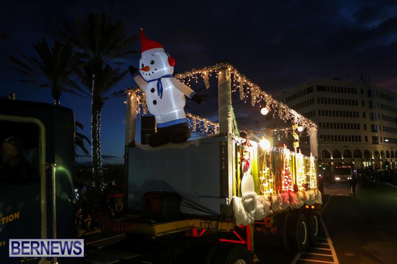 MarketPlace-Santa-Parade-Bermuda-November-29-2015-87
