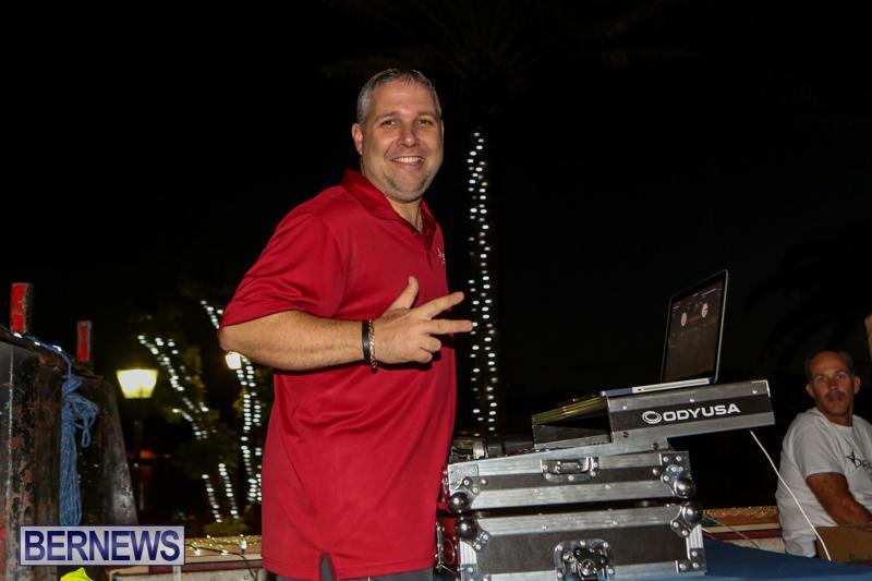 MarketPlace-Santa-Parade-Bermuda-November-29-2015-92