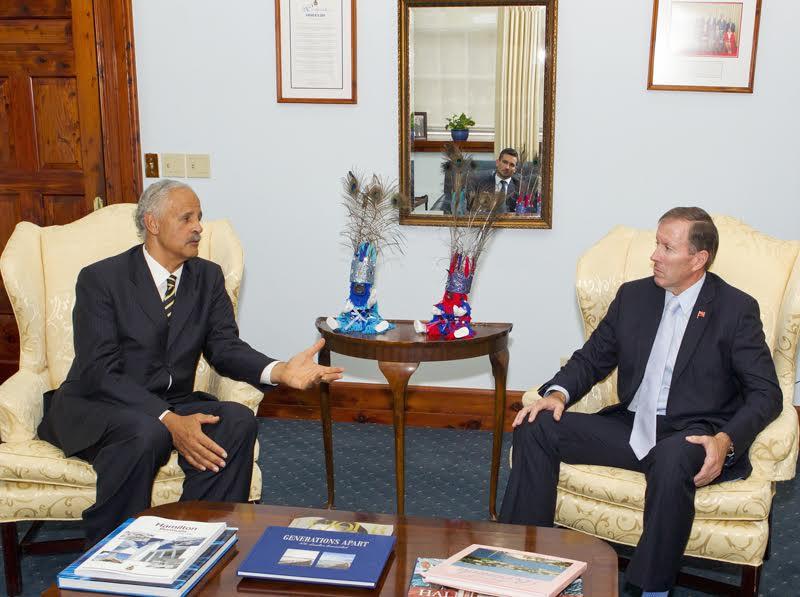 Premier welcomes stedman graham Bermuda Nov 23 2015 (1)