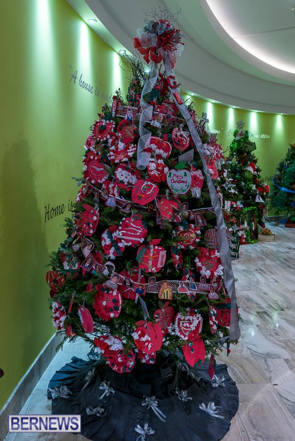 Photos Xl Catlin Christmas Tree Contest In Mall Bernews