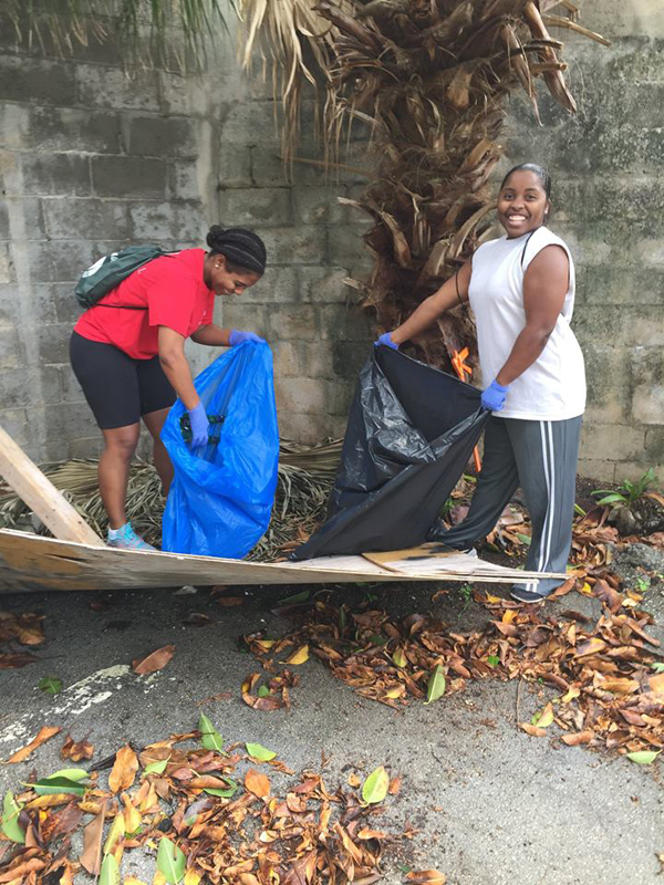 Colonial & KBB Teamed Up To Help Clean Up Bermuda Dec 3 2015 (3)
