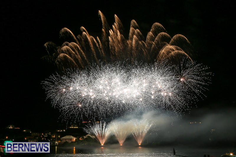 Fireworks-At-Christmas-Boat-Parade-Bermuda-December-12-2015-28
