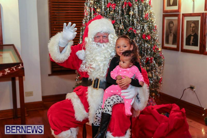 Santa-Claus-In-St-Georges-Bermuda-December-5-2015-13