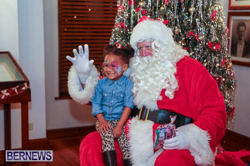 Santa-Claus-In-St-Georges-Bermuda-December-5-2015-14