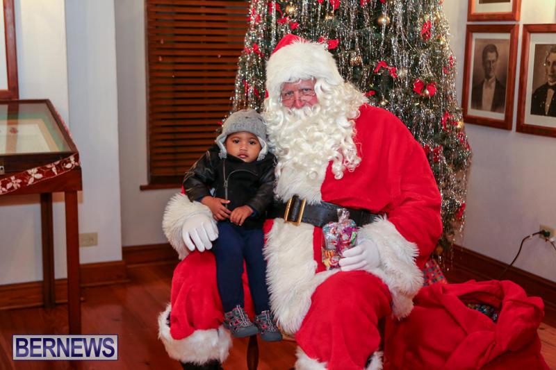 Santa-Claus-In-St-Georges-Bermuda-December-5-2015-15