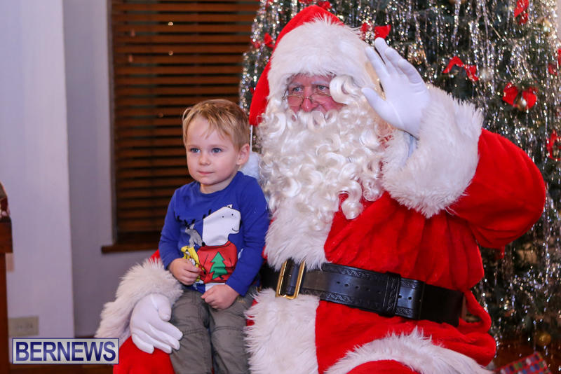Santa-Claus-In-St-Georges-Bermuda-December-5-2015-18