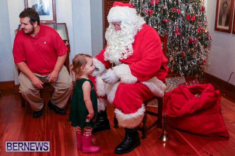Santa-Claus-In-St-Georges-Bermuda-December-5-2015-2